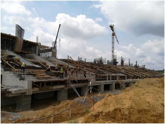 Tribunes du côté Ouest en construction