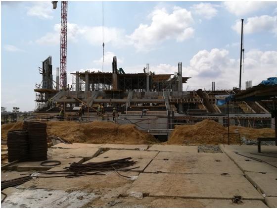 Tribunes du côté Sud-ouest en construction