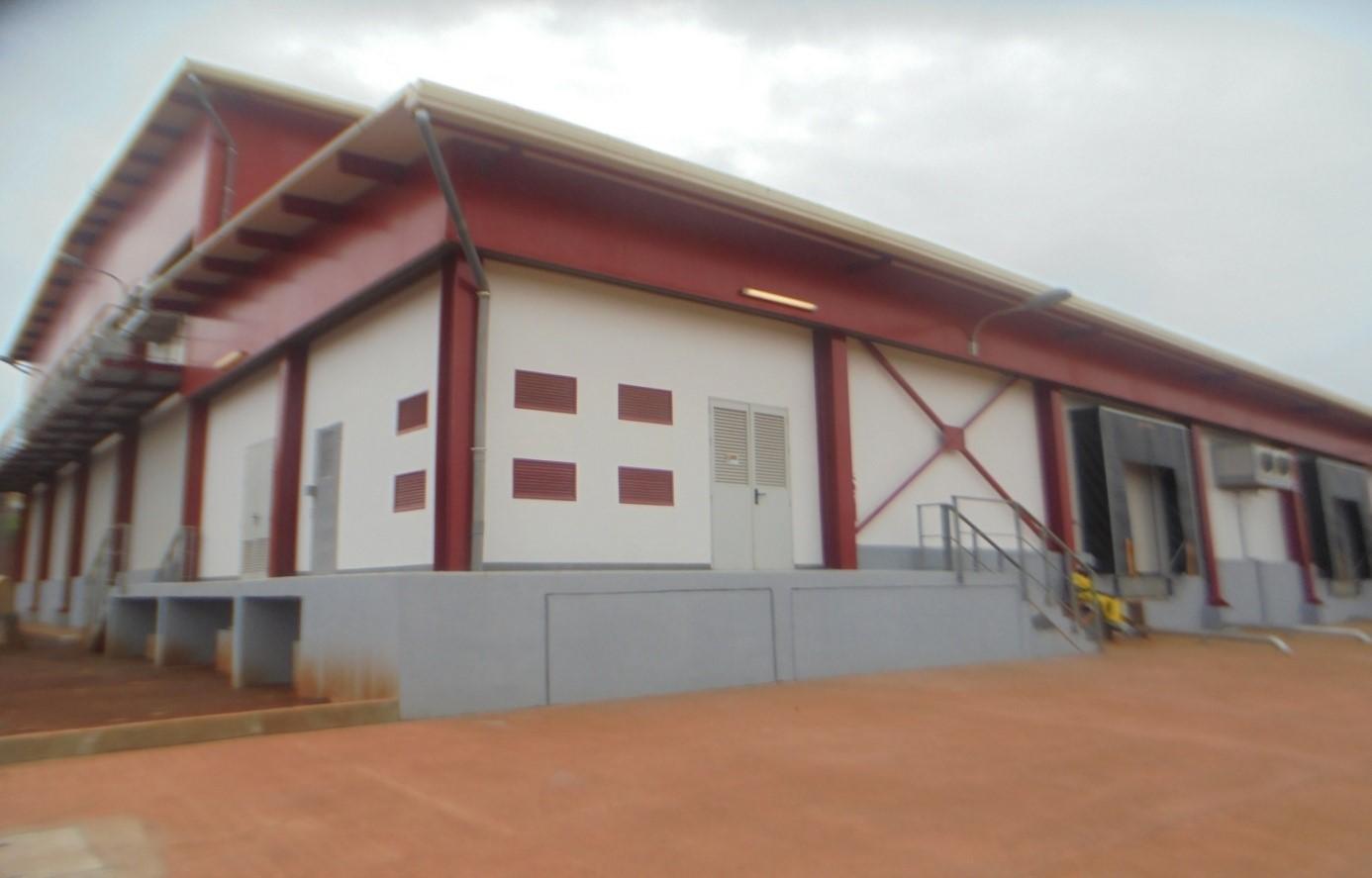 Façade principale de l'entrepôt frigorifique de 6000 m3 à Yaoundé